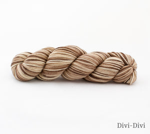 A skein of Rhichard Devrieze Peppino in Divi-Divi