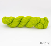Load image into Gallery viewer, A skein of Rhichard Devrieze Peppino in The Frog