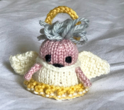 Knitted tiny Mochimochi angel