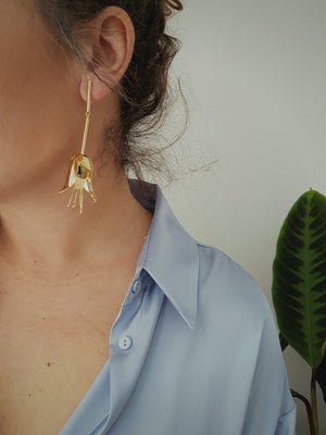 SOLO FLOWER STATEMENT EARRING