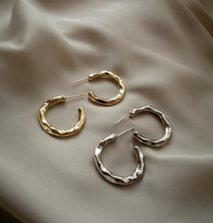 MELTED I HOOP EARRINGS