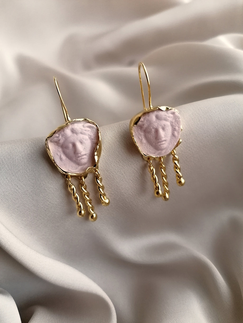 DUST PINK MEDUSA EARRINGS