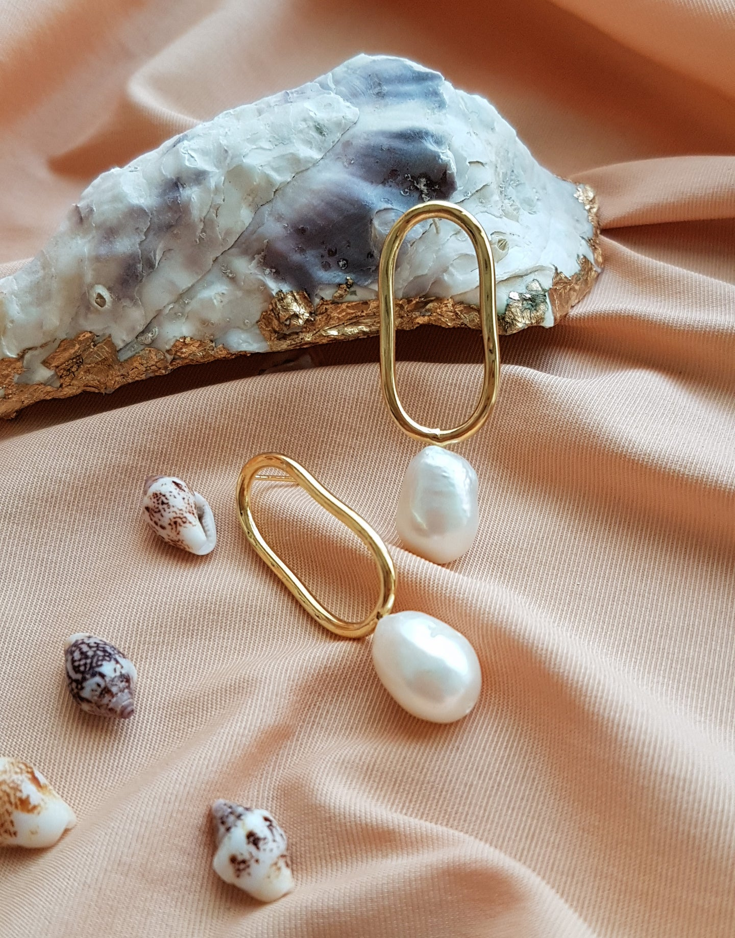 SMOOTH PEARL EARRINGS