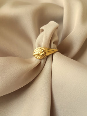VINTAGE SHELL SIGNET RING