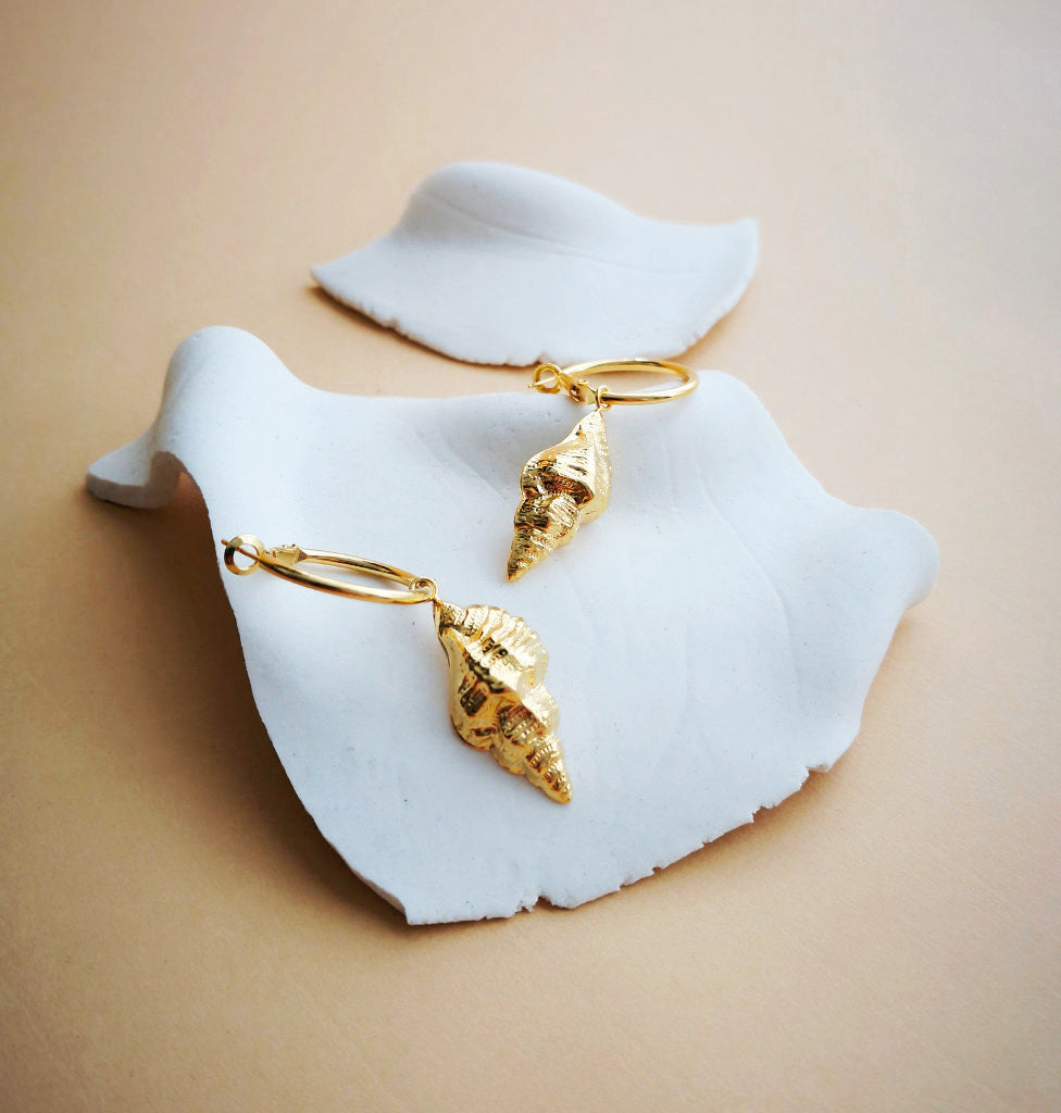TAMPA SHELL HOOP EARRINGS