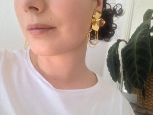 FLOWER STATEMENT EARRINGS