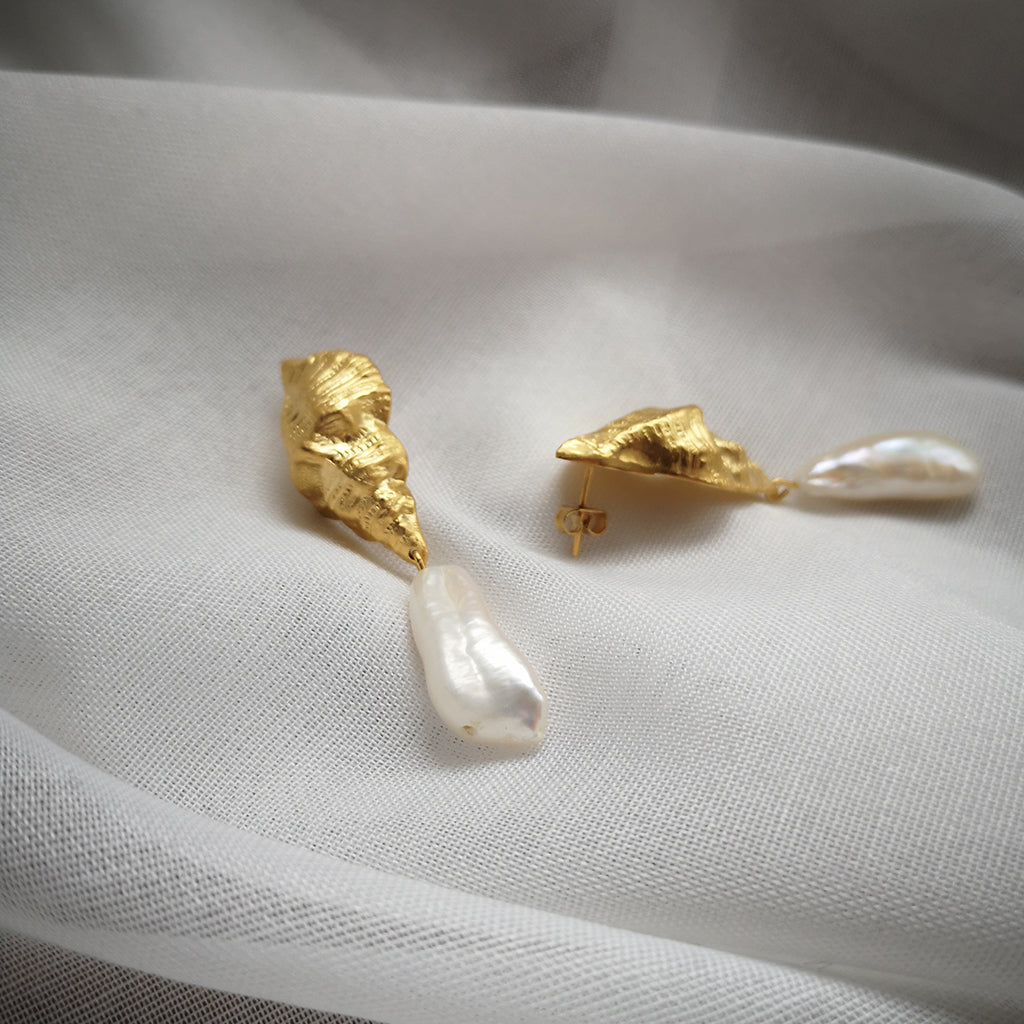 VICTORIA SHELL EARRINGS