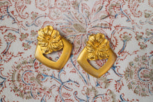 Load image into Gallery viewer, Gold Pansy Earrings