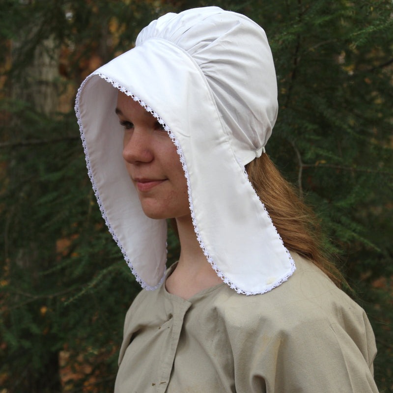 Ladies' Bonnet in white