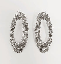 Load image into Gallery viewer, DRIP EARRINGS SILVER.