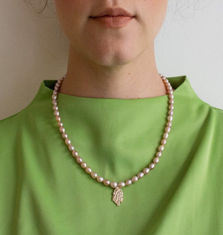 MOTHER OF PEARL NECKLACE - ROSE.