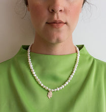 Load image into Gallery viewer, MOTHER OF PEARL NECKLACE - WHITE.