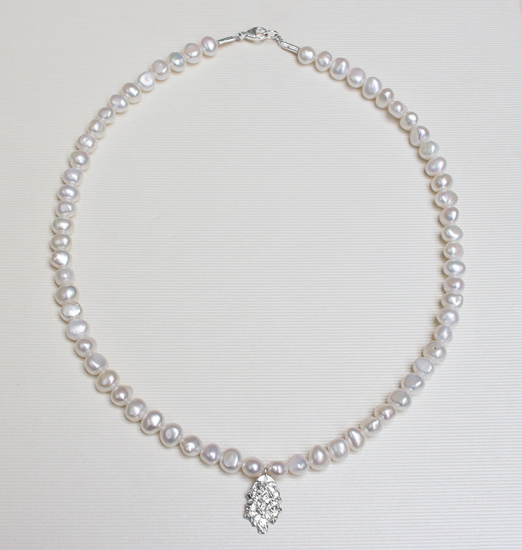 MOTHER OF PEARL NECKLACE - WHITE.