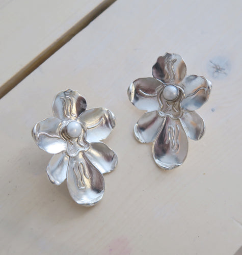 ORCHID EARRINGS - SILVER.