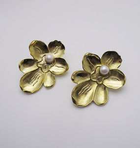 ORCHID EARRINGS - BRASS.