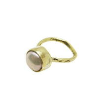 Load image into Gallery viewer, PEARL HEART RING - BRASS.
