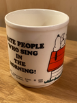 Snoopy mug - I hate People who sing in the morning ! 1965