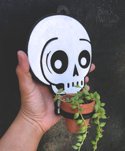 Load image into Gallery viewer, Floating Skull Planter