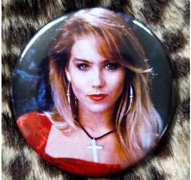 2.25 inch Kelly Bundy button badge pin