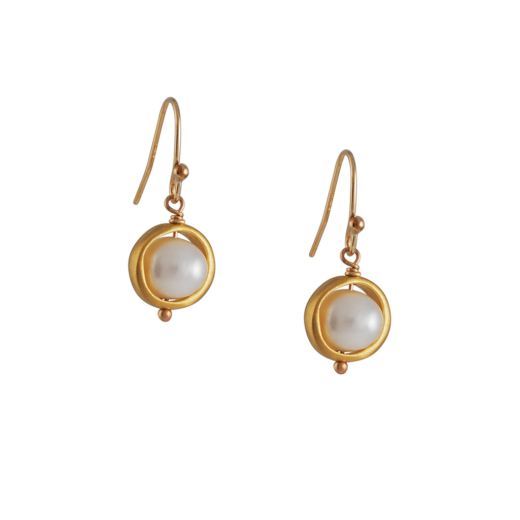 Phillipa Roberts - Pearl in Circle Earrings