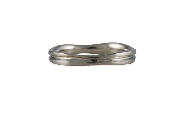 Matsu - Wavy Channel Ring in 14K White Gold