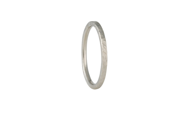 Matsu - Thin Smashed Band in 14K White Gold