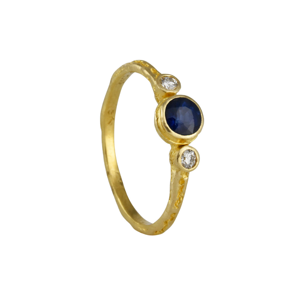 Steven Battelle - Three Stone Ring With Blue Sapphire and Diamonds in 18K Gold