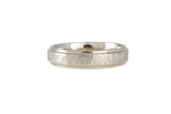Matsu - Narrow Smashed Band With Polished Rails in 14K White Gold