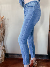 Load image into Gallery viewer, Sawyer Skinny Jeans