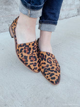 Load image into Gallery viewer, CAMELA LEOPARD CAMEL FLATS