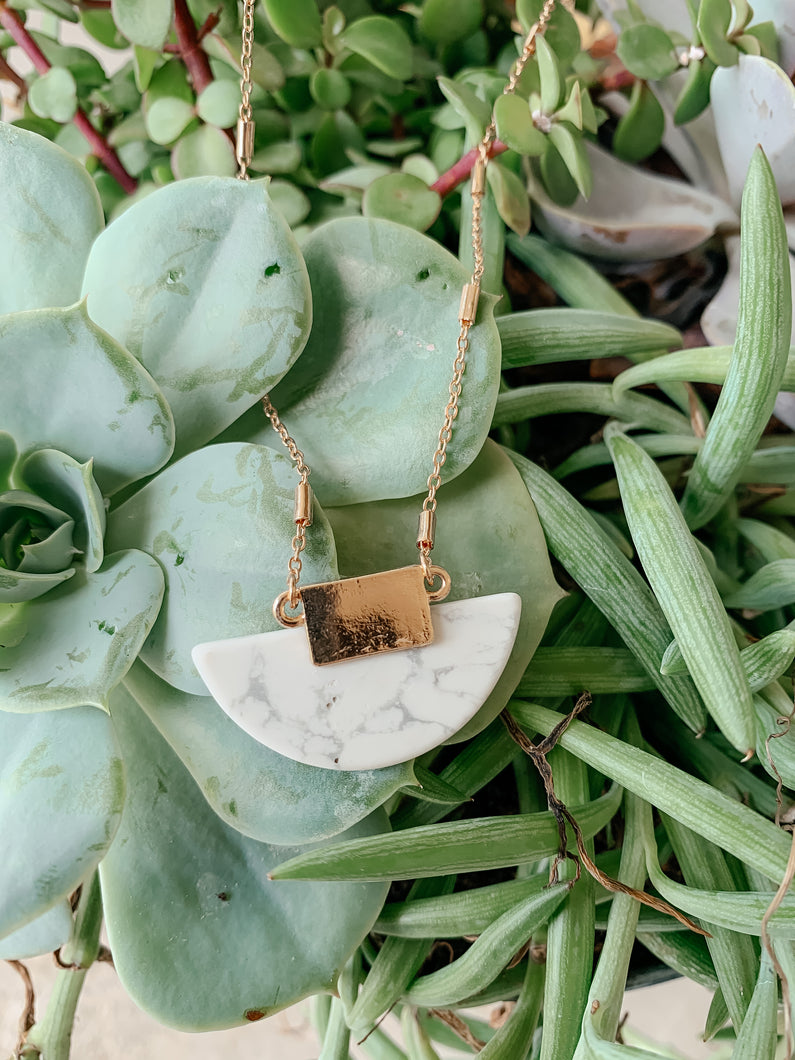Frisco Stone Disc Necklace