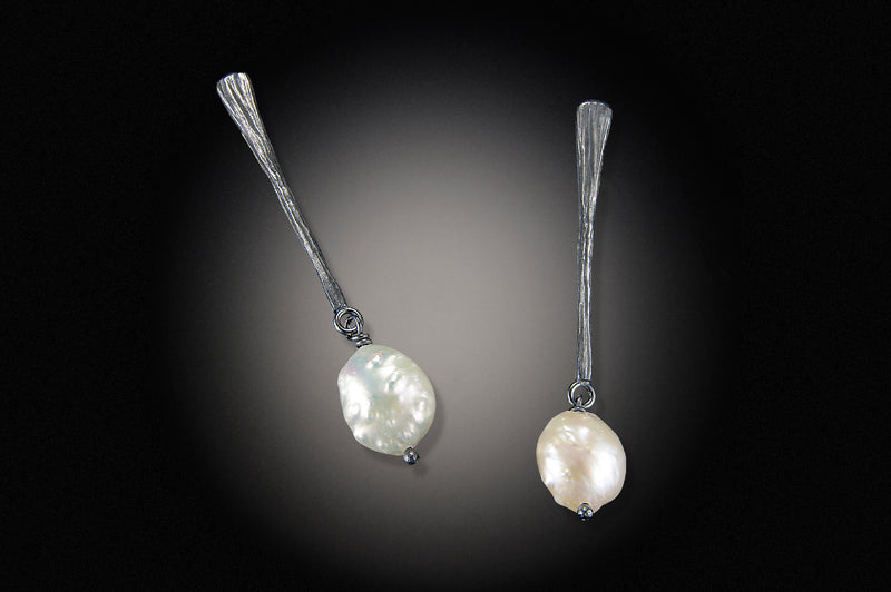 Long Dig Earring with Pearl