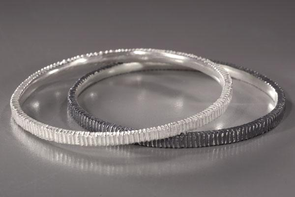Thin Dig Bangle
