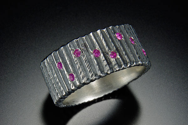Flat Vertical Dig Ring with Diamonds
