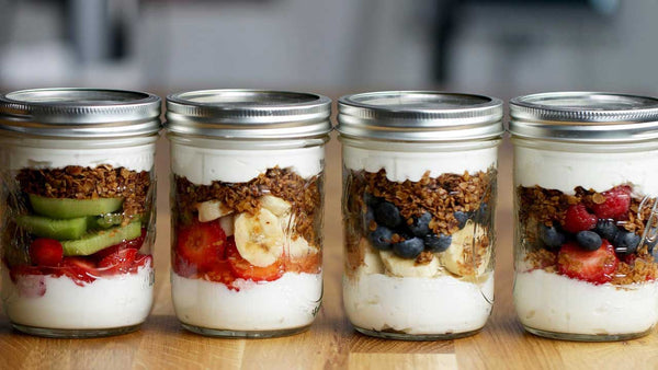 Mason-jars-filled-with-fruit-yogurt-and-granola