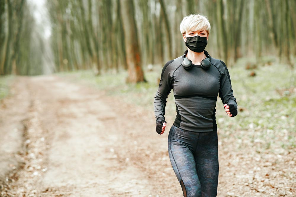 running-woman-training-during-coronavirus-with-breathable-face-mask