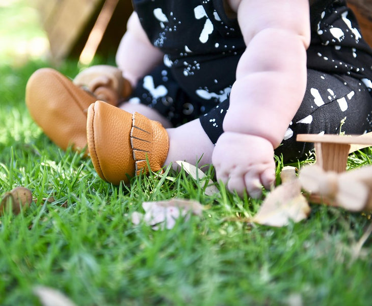4 things you need to know to choose the right size shoes for your first walker