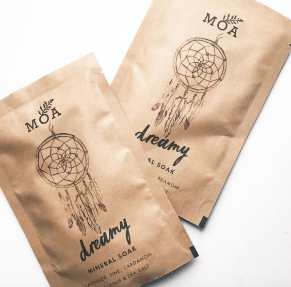 MOA Dreamy Mineral Soak bag shown with loose product