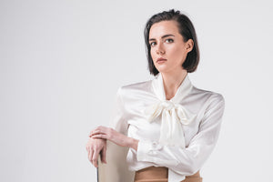 Silk blouse with bow,  with a elegant feminine collar wrapped.