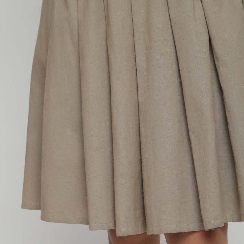 Close View of a Model wearing Basic Brown Cotton Flax Pleated Skirt
