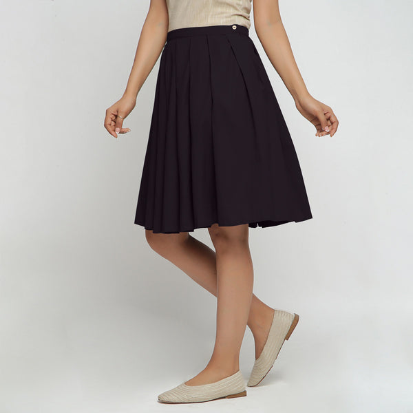 Right View of a Model wearing Black Cotton Flax Pleated Skirt