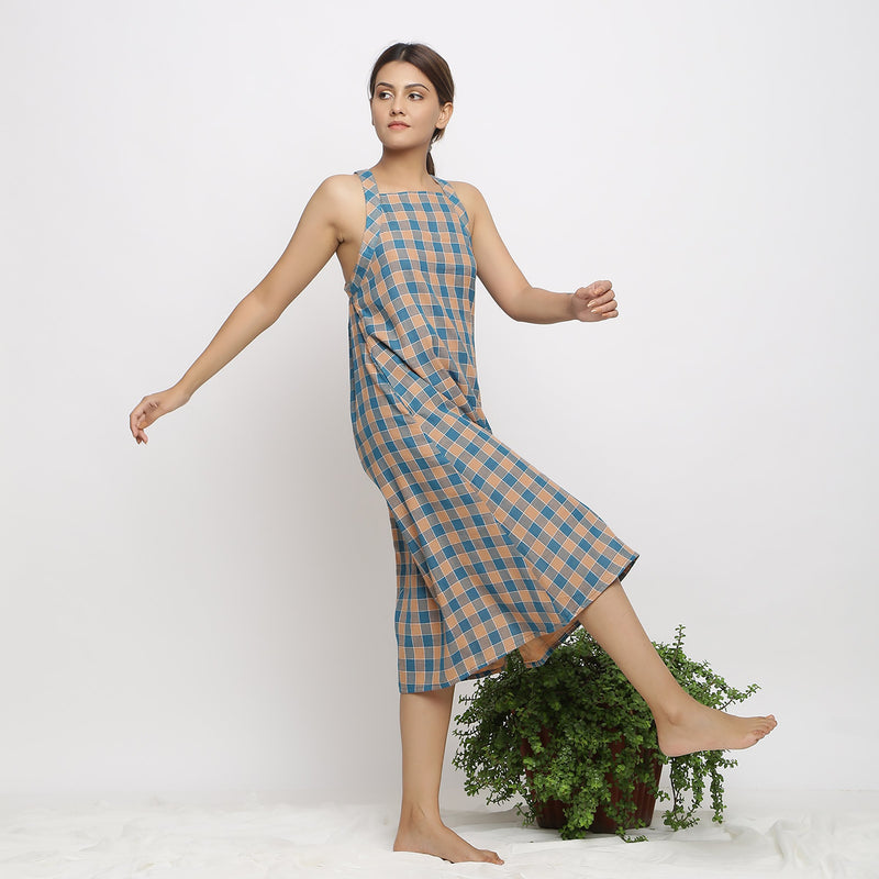 Right View of a Model wearing Bottle Green A-Line Shift Handspun Dress