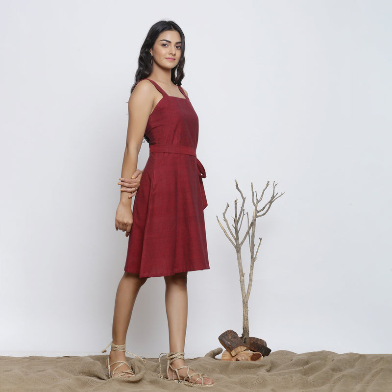 Right View of a Model wearing Maroon Handspun Knee Length Dress