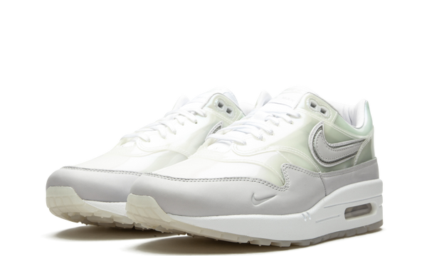 da4300-100-nike-air-max-1-snkrs-day-white-sneakers-heat-2