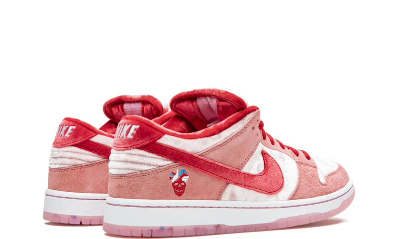 nike-dunk-low-sb-strangelove-skateboard-ct2552-800-sneakers-heat-3