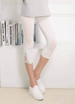 Open image in slideshow, [leggycozy] Floral Lace Cropped 3/4 Leggings