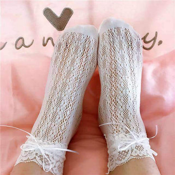 [leggycozy] New Arrive Retro Lace Ruffle Frilly Ankle Socks with Bow-Knot