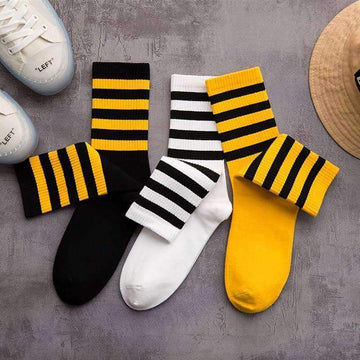 [leggycozy] Unisex Four Stripes Hiphop Skateboard Cotton Socks