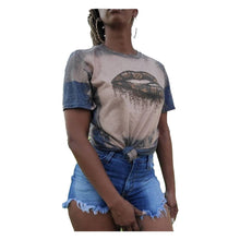 Load image into Gallery viewer, Louie V Kisses Tee