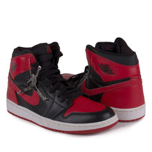 "Load image into Gallery viewer, Nike Mens Air Jordan 1 Retro ""2001 Bred"" 136066-061"